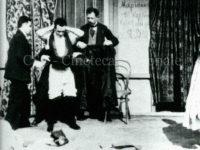 Segreto per vestirsi (con aiuto), [1897-1899]